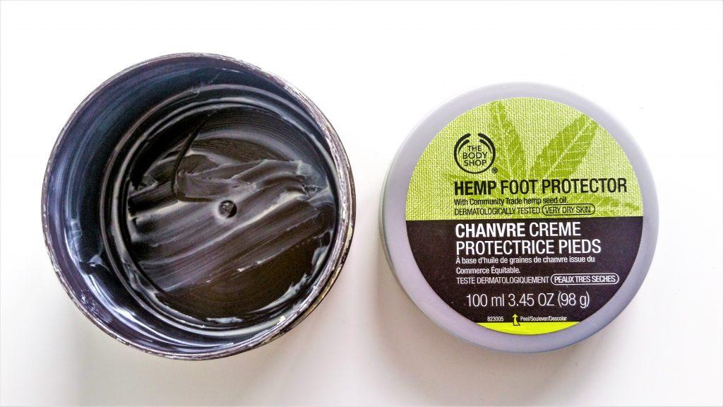 Crème protectrice pour les pieds au chanvre de The Body Shop pot ouvert