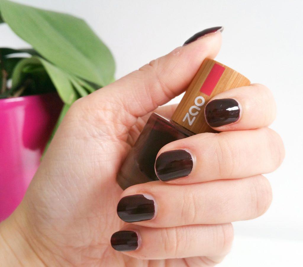 vernis cerise noire de zao vegan et cruelty free