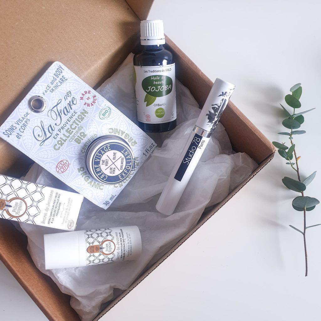 Box belle au naturel mai 2020 Simplement irrésistible 4 produits biologiques, français, non testés sur les animaux et respectueux de l'environnement